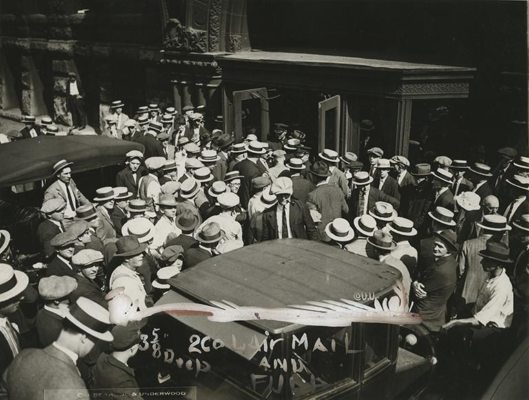 http://libexh.library.vanderbilt.edu/impomeka/2015-exhibit/MS0412-C-Leopold_and_Loeb-Courthouse_Crowds-July_24_1924.jpg
