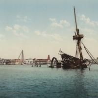 http://libexh.library.vanderbilt.edu/impomeka/2015-exhibit/MS0827-SC-Restos_del_USS_Maine-Habana-1900.jpg
