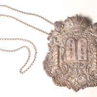 http://libexh.library.vanderbilt.edu/impomeka/2015-exhibit/Torah_breastplate.JPG